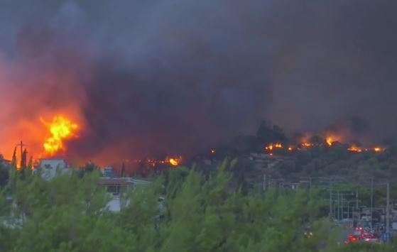 Grecia devastata dagli incendi: 20 i morti