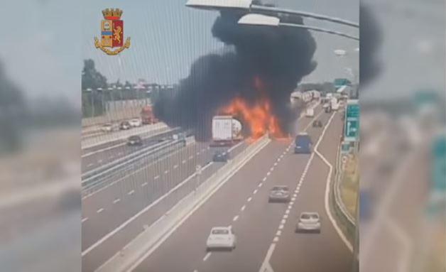 Bologna: apocalisse sull'autostrada. 12 braccianti morti in Puglia