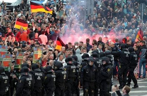 Germania: tornano i nazisti in piazza