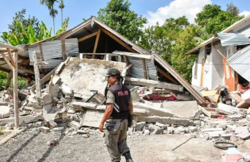 Terremoto: aumentano i morti in Indonesia
