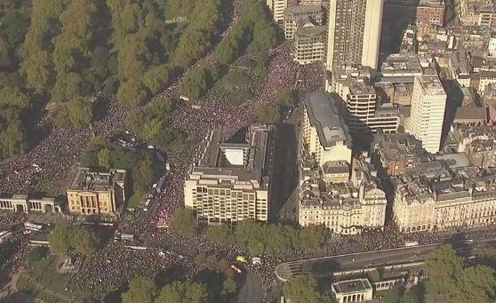 Londra: enorme folla per l'Europa contro la Brexit