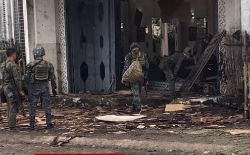 Filippine: 19 morti per due bombe davanti a chiesa cattolica