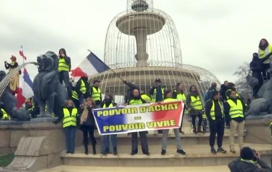 Di Maio e Di Battista a Parigi incontrano leader dei gilet gialli