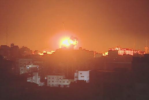 Bombardamenti Israele Hamas. Feriti tra i civili