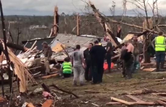 Un tornado fa decine di morti in Alabama. Bilancio ancora incerto