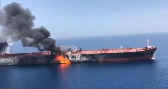 Golfo: esplosioni su due petroliere