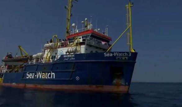 Migranti. Navi da guerra contro navi ong:  tempi duri per la democrazia – di Giuseppe Careri