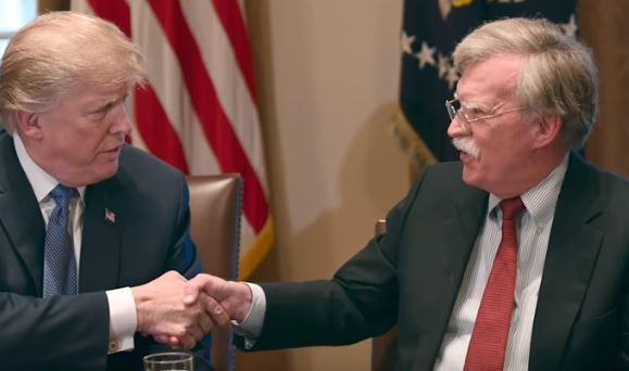 """Usa: clamoroso licenziamento del """" falco"""" Bolton da parte di Trump"""