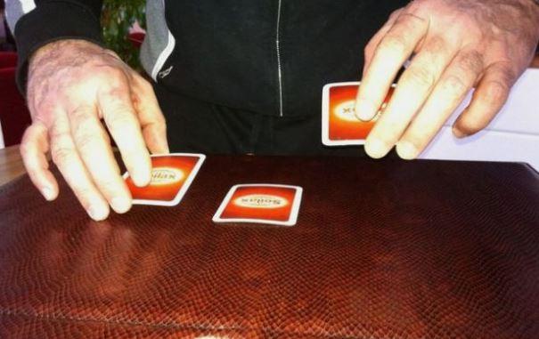 Il gioco delle tre carte – di Giuseppe Careri
