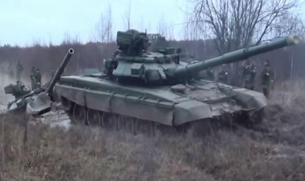 La Russia muove le truppe. La Ue accanto all'Ucraina