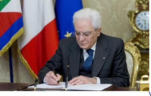 """Mattarella e gli """"sconcertanti"""" politici"""